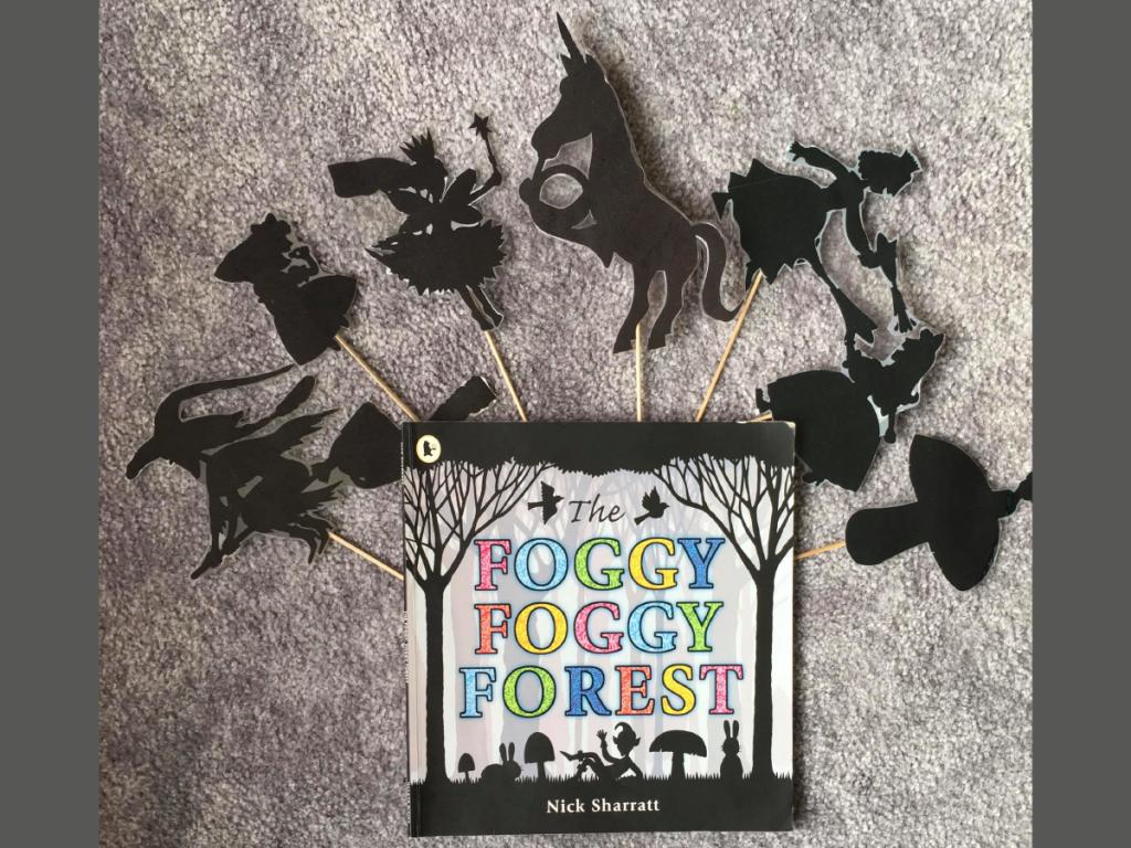 """Teatrzyk cieni po angielsku w scenerii """"Foggy Foggy Forest"""""""